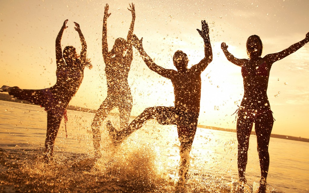 wallpaper-beach-happy-people